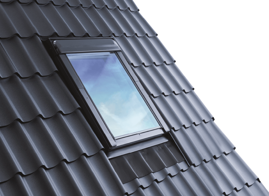 Streamlined roof window